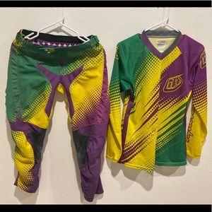 Women (or) girls motocross gear